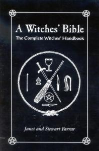 Farrar, Janet - A Witches' Bible : The Complete Witches' Handbook [Edizione: Regno Unito]